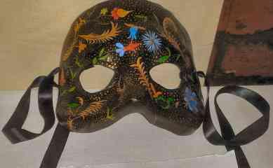 Mask by Master Caoinleán Seanchaidh, called Tower. Photo by Arianna