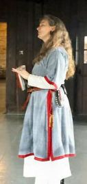 Lady Bugga Bilibit performing on the bardic stage. Photo by Baron Liam.