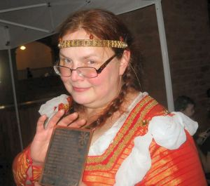 Mistress Cori Ghora, newest Jewel of Æthelmearc. Photo by Mistress Rowena ni Dhonnchaidh.