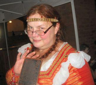 Mistress Cori Ghora, newest Jewel of Æthelmearc. Photo by Mistress Rowena ni Dhonnchaidh.