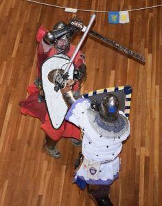 Lord Tegrinus de Rhina vs. Master Tigernach mac Cathail. Photo by Lord Simon.