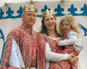 Christopher and Morgen with their daughter. Photo by Mistress Ts'vee'a bas Tseepora Levi.