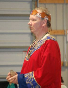 Baron Robert of Sugargrove is made a Laurel. Photo by Lady Valentina.