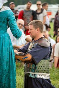 Sir Arnthor's knighting. Photo by Lady Àine ny Allane.