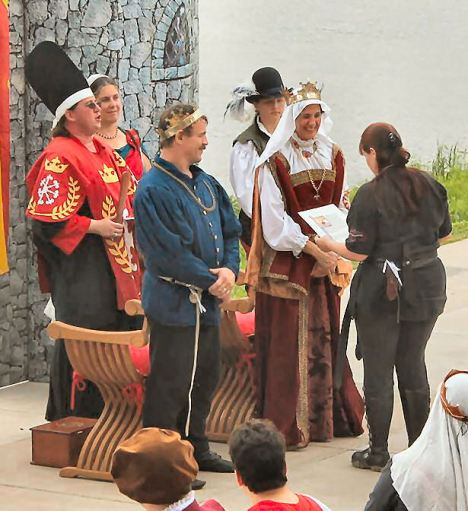 Lady Raven Hilde is inducted into the Golden Alce. Photo by Jinx.