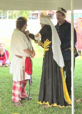 Lady Adeliz receives her Keystone. Photo by Mikus Magellus.