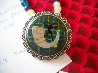 Mistress Aleea's White Horn medallion. Photo by Mistress Hilderun Hugelmann.