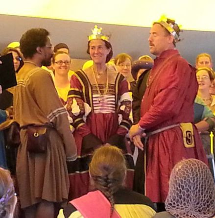Lord Cedric receiving his AoA. Photo by Lady Erlan Nordenskaldr.