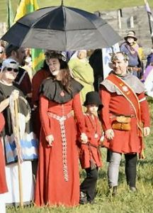 Baron Iago and Baroness Emilia at Pennsic 44 Opening Ceremonies. Photo by Baron Steffan.
