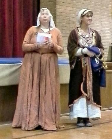 Mistress Alicia and Mistress Marsi address the populace.
