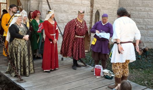 Lord Madoc Arundel recognized for his pyment. Photo by Arianna.