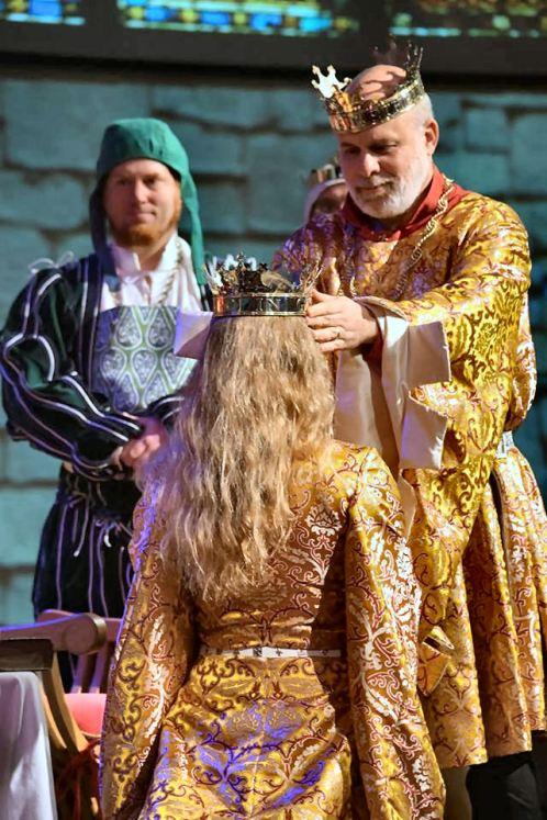 Byron crowns Ariella