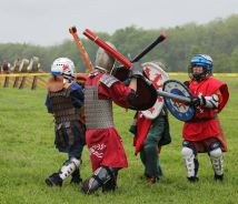 Youth Combat Melee. Photo by THLady Aaliz de Gant.