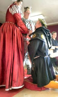 Master Ian swears fealty as a Laurel. Photo by Mistress Arianna.