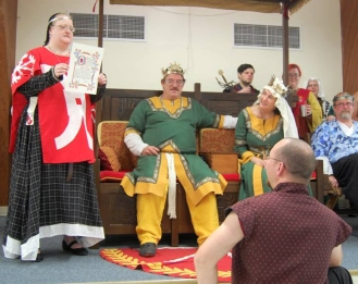 Lord Andreas receives his Keystone. Photo by Lady Aine.