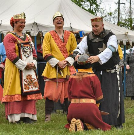 Titus crowns Anna Leigh